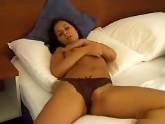 Sexy brunette babe fingers her pussy in high heels on bed video on WebcamWhoring.com
