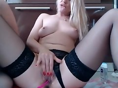 hottie_lady beautiful doll working on webcam video on WebcamWhoring.com