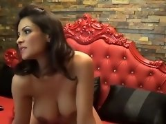 A Kinky Girl Shakes Her Body video on WebcamWhoring.com
