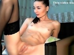 Camslut uses four fingers to squirt video on WebcamWhoring.com