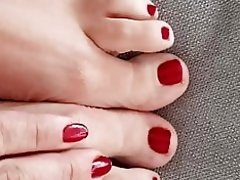 Red nails and beautiful feet video on WebcamWhoring.com