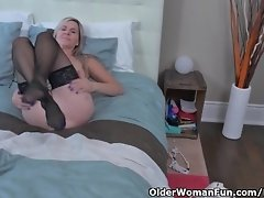 Canadian milf Velvet Skye gives her pussy a workout with fingers video on WebcamWhoring.com