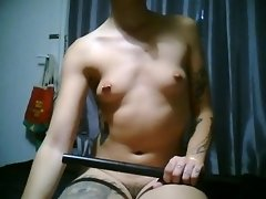 Je joue avec une lame (knifeplay) video on WebcamWhoring.com