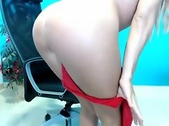 Sensuous blonde fingers her wet pussy and delivers an aweso video on WebcamWhoring.com
