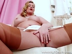 Kinky blonde Milf Holly Kiss fingers juicy pussy in vintage nylons and high heels video on WebcamWhoring.com