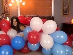 Red White and Blue Balloon Cluster video on WebcamWhoring.com