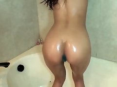 IVY BUTT PLUG SHAKE video on WebcamWhoring.com